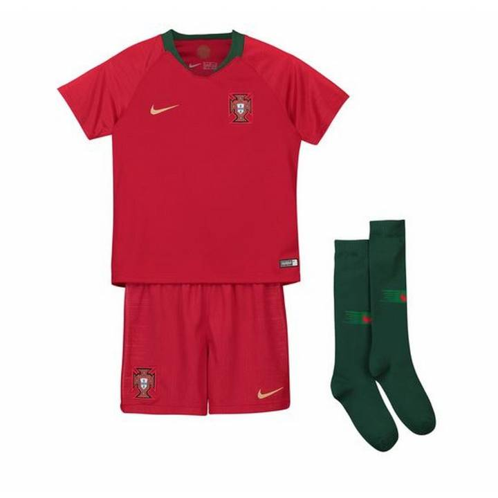 Nike Portugal Home Kit 2018/19 - Little Kids Image
